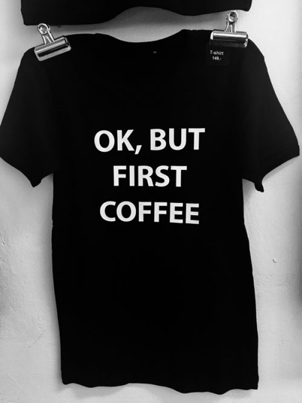 T-shirt, 'Ok, but first coffee', herre