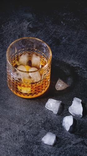 glass-of-whiskey-Z4ANJ5E